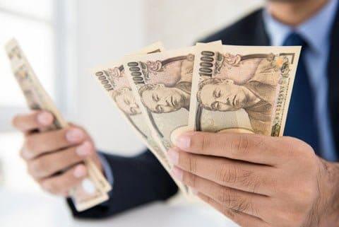 金利こそ借りる側に大きな負担を強いることを理解するようにしよう