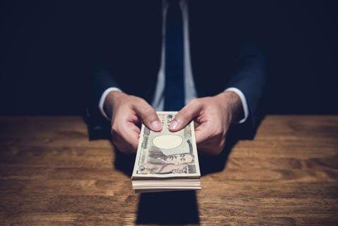 お金を借りるときは急いでしまうことが多いので気を付けよう
